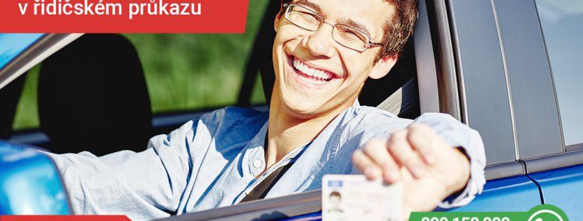 brýle či kontaktní čočky za volantem